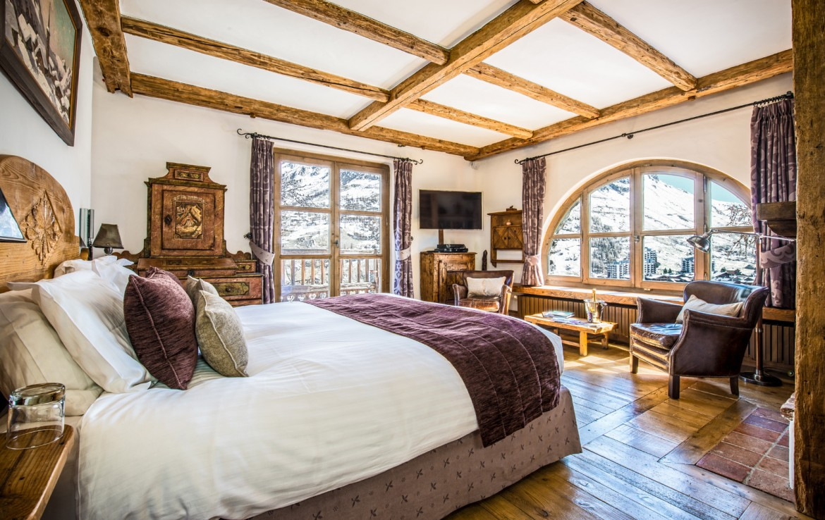 Kings-avenua-val-disere-snow-chalet-childfriendly-hammam-swimming-pool-covered-parking-outdoor-jacuzzi-elevator-boot-heaters-fireplace-area-val-disere-012-10