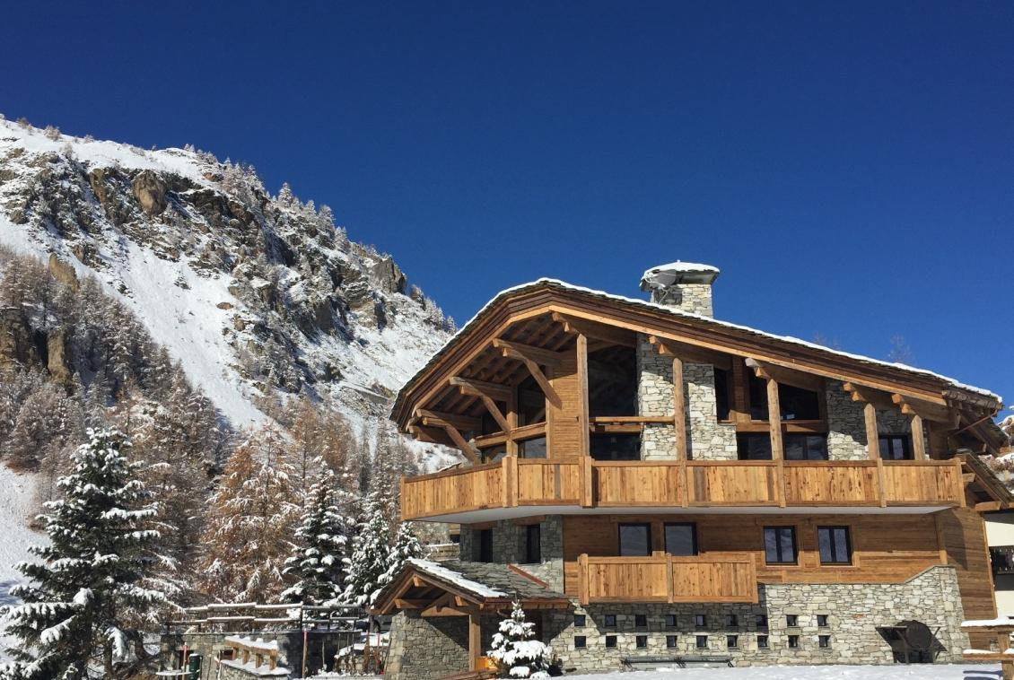 Kings-avenua-val-disere-snow-chalet-hammam-covered-parking-fireplace-ski-in-ski-out-massage-room-boot-heaters-area-val-disere-018