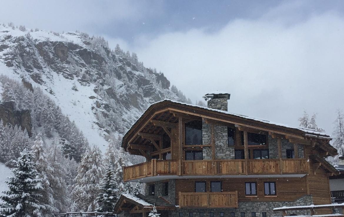 Kings-avenua-val-disere-snow-chalet-hammam-covered-parking-fireplace-ski-in-ski-out-massage-room-boot-heaters-area-val-disere-018-15