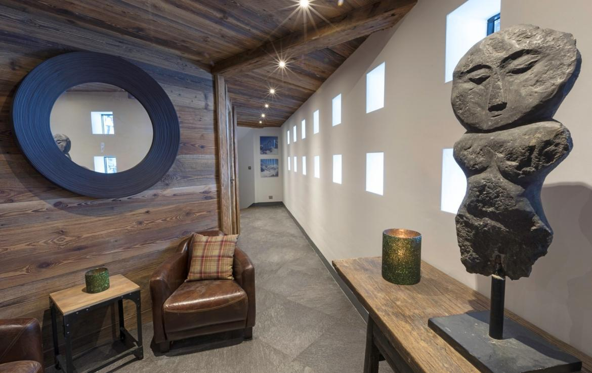 Kings-avenua-val-disere-snow-chalet-hammam-covered-parking-fireplace-ski-in-ski-out-massage-room-boot-heaters-area-val-disere-018-2