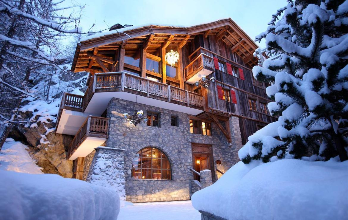 Kings-avenua-val-disere-snow-chalet-outdoor-jacuzzi-hammam-swimming-pool-childfriendly-gym-foot-heaters-fireplace-bar-massage-room-lift-area-val-disere-003