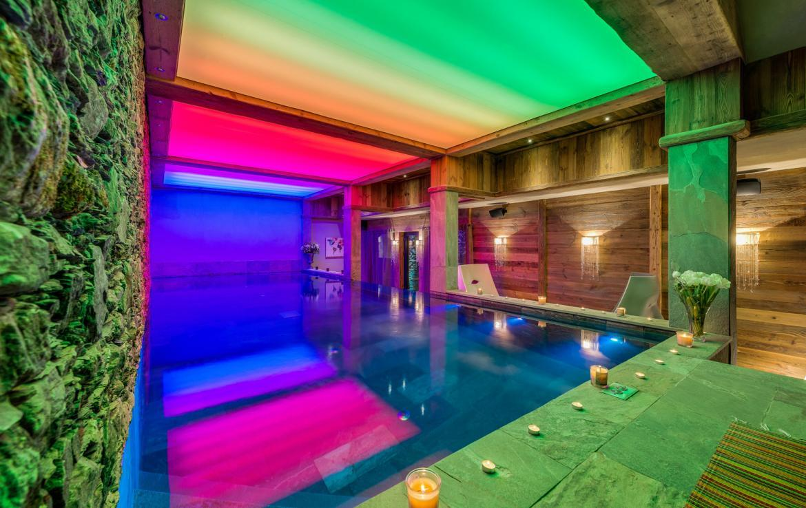 Kings-avenua-val-disere-snow-chalet-sauna-indoor-jacuzzi-hammam-swimming-pool-childfriendly-covered-parking-gym-fireplace-massage-room-area-val-disere-009-12