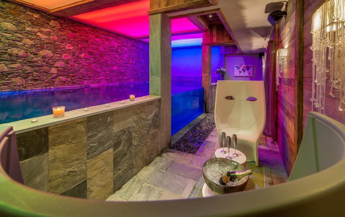 Kings-avenua-val-disere-snow-chalet-sauna-indoor-jacuzzi-hammam-swimming-pool-childfriendly-covered-parking-gym-fireplace-massage-room-area-val-disere-009-13