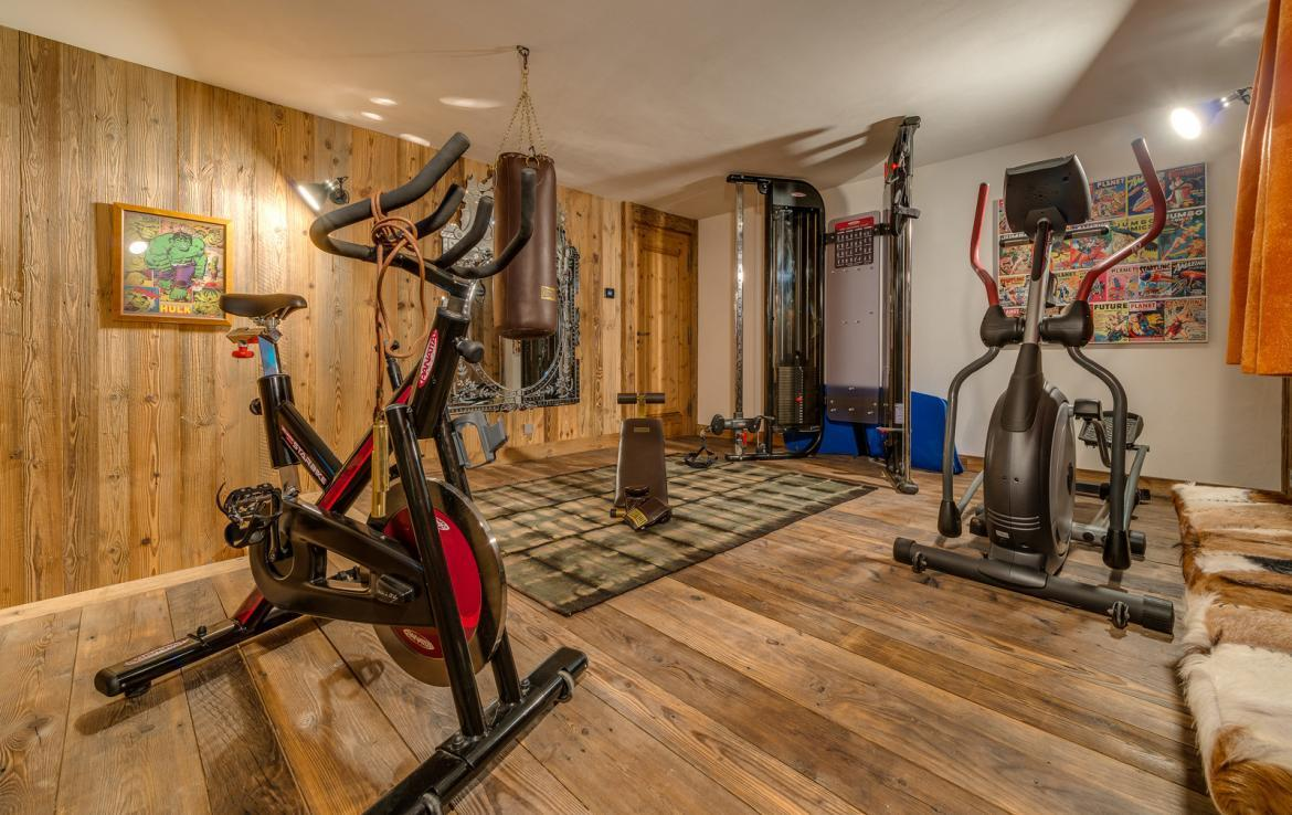 Kings-avenua-val-disere-snow-chalet-sauna-indoor-jacuzzi-hammam-swimming-pool-childfriendly-covered-parking-gym-fireplace-massage-room-area-val-disere-009-15