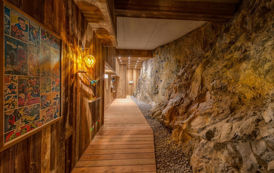Kings-avenua-val-disere-snow-chalet-sauna-indoor-jacuzzi-hammam-swimming-pool-childfriendly-covered-parking-gym-fireplace-massage-room-area-val-disere-009-16
