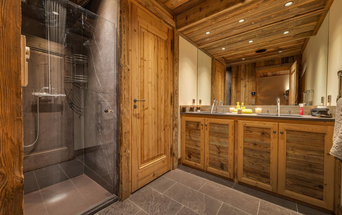 Kings-avenua-val-disere-snow-chalet-sauna-indoor-jacuzzi-hammam-swimming-pool-childfriendly-covered-parking-gym-fireplace-massage-room-area-val-disere-009-22