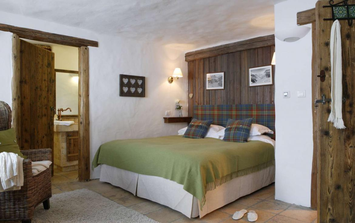 Kings-avenua-val-disere-snow-chalet-sauna-outdoor-jacuzzi-chidfriendly-kids-playroom-fireplace-boot-heaters-ski-in-ski-out-hot-tubs-massage-room-area-val-disere-004-10