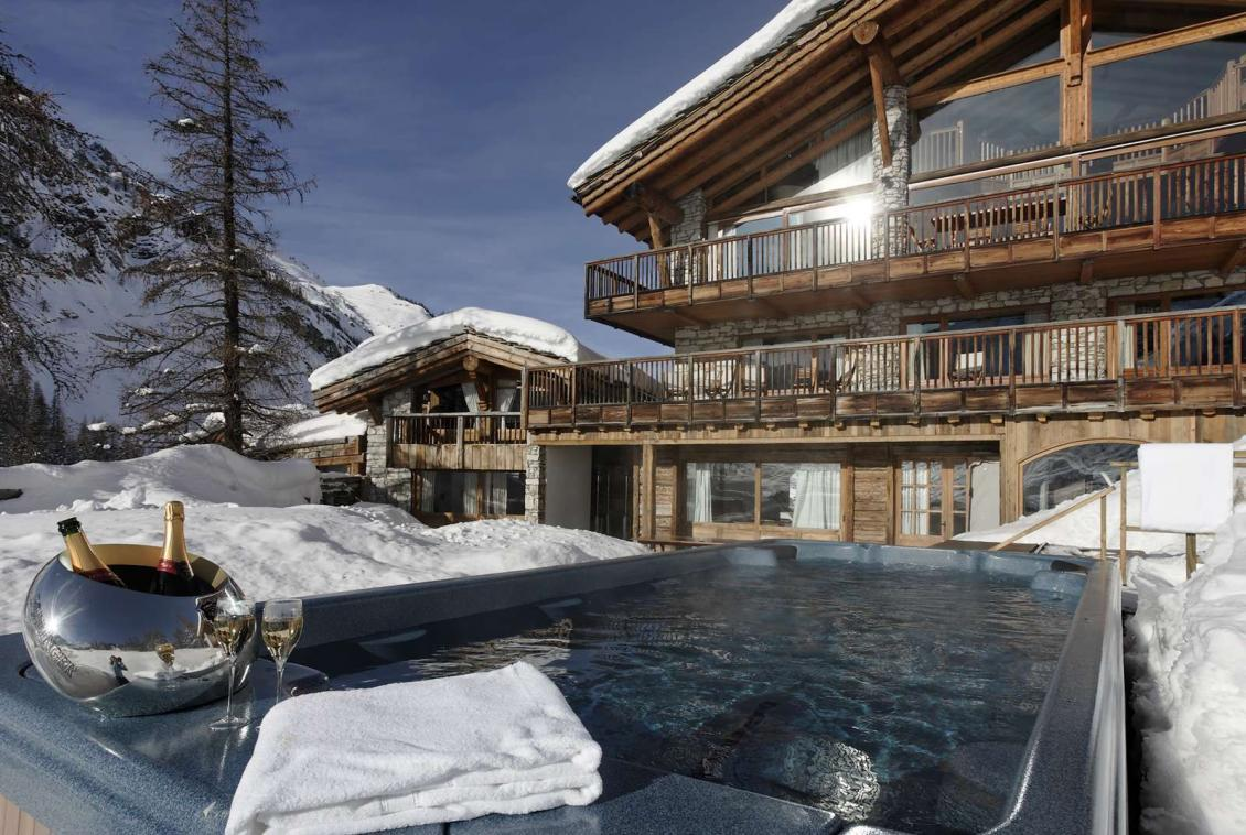 Kings-avenua-val-disere-snow-chalet-sauna-outdoor-jacuzzi-chidfriendly-kids-playroom-fireplace-boot-heaters-ski-in-ski-out-hot-tubs-massage-room-area-val-disere-004