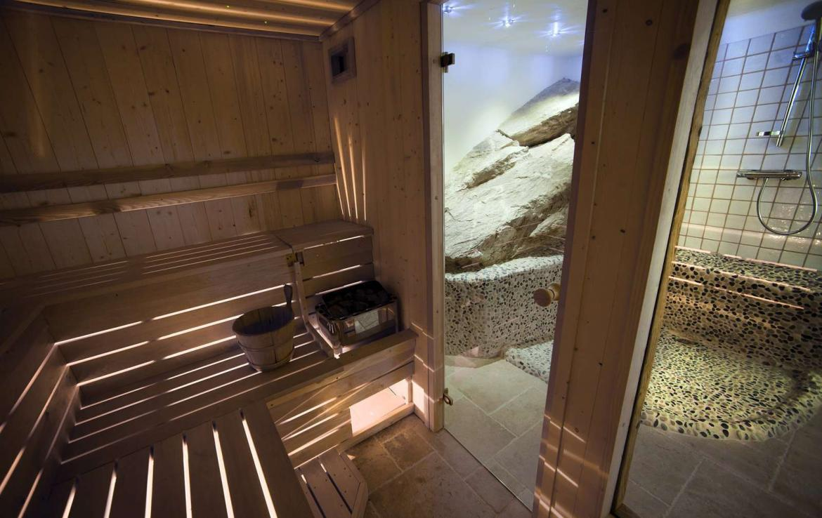 Kings-avenua-val-disere-snow-chalet-sauna-outdoor-jacuzzi-chidfriendly-kids-playroom-fireplace-boot-heaters-ski-in-ski-out-hot-tubs-massage-room-area-val-disere-004-16