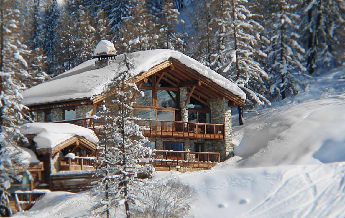 Kings-avenua-val-disere-snow-chalet-sauna-outdoor-jacuzzi-chidfriendly-kids-playroom-fireplace-boot-heaters-ski-in-ski-out-hot-tubs-massage-room-area-val-disere-004-3