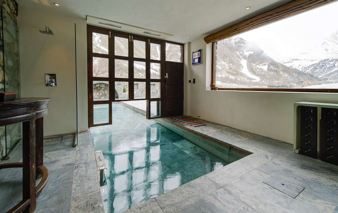Kings-avenua-val-disere-snow-chalet-sauna-swimming-pool-parking-boot-heaters-fireplace-ski-in-ski-out-cigar-room-massage-therapie-room-area-val-disere-011-13