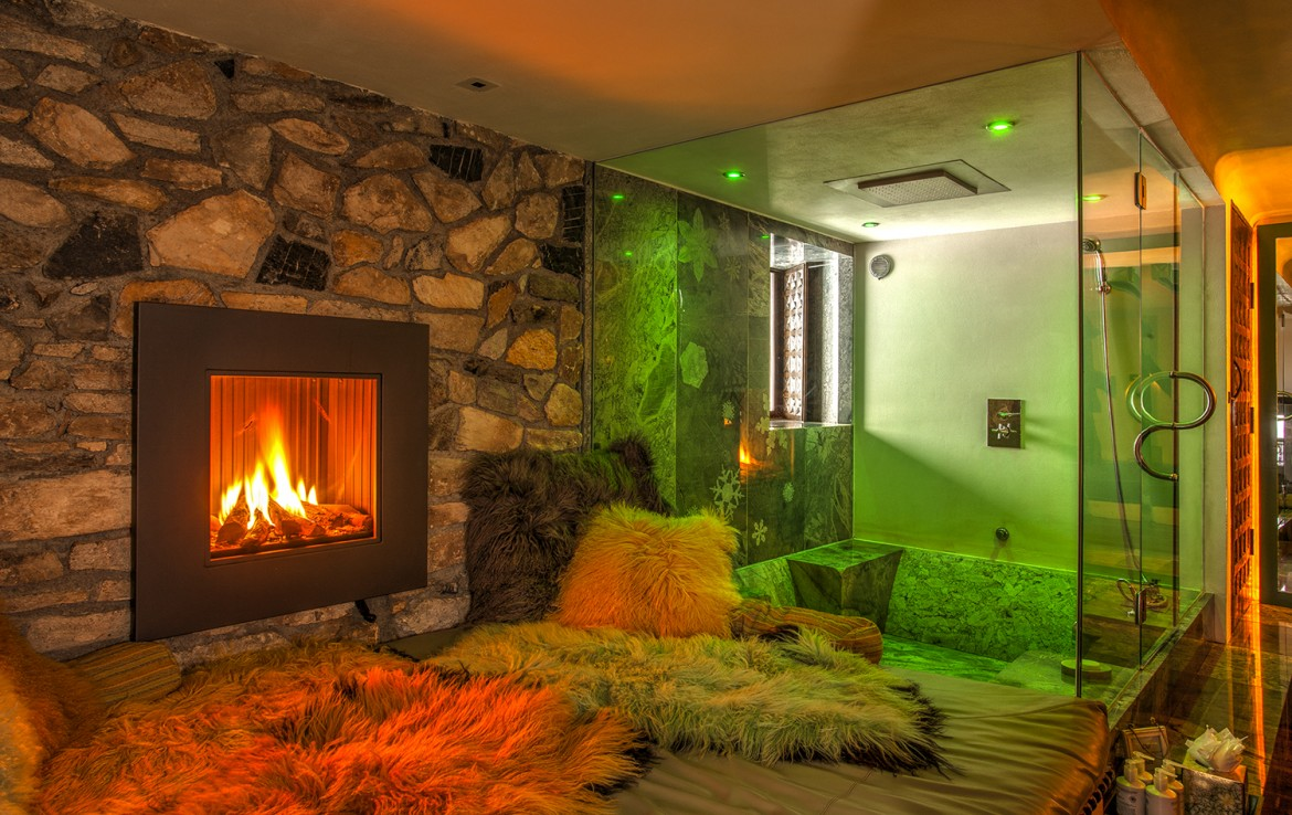 Kings-avenua-val-disere-snow-chalet-sauna-swimming-pool-parking-boot-heaters-fireplace-ski-in-ski-out-cigar-room-massage-therapie-room-area-val-disere-011-16