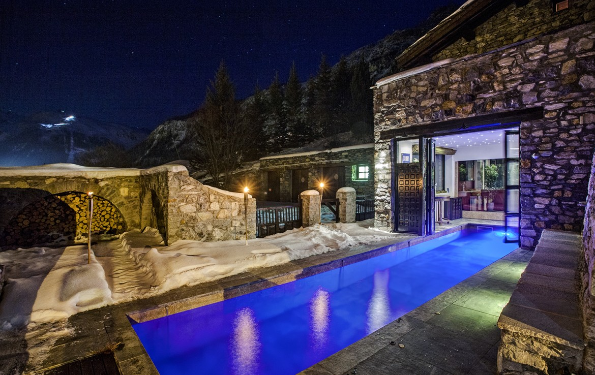Kings-avenua-val-disere-snow-chalet-sauna-swimming-pool-parking-boot-heaters-fireplace-ski-in-ski-out-cigar-room-massage-therapie-room-area-val-disere-011-5