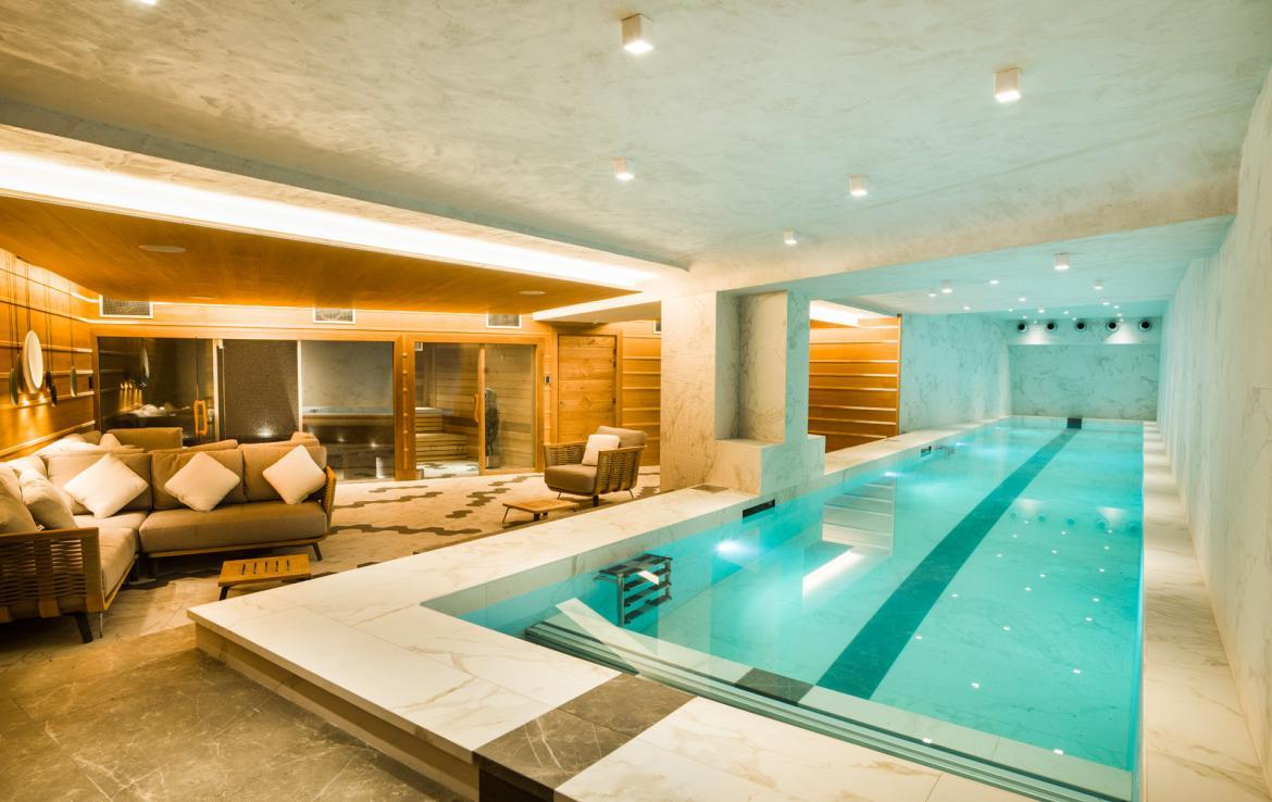 Kings-avenua-val-disere-snow-chalet-wifi-sauna-hammam-swimming-pool-childfriendly-parking-cinema-boot-heaters-fireplace-massage-room-spa-pool-area-val-disere-002-19