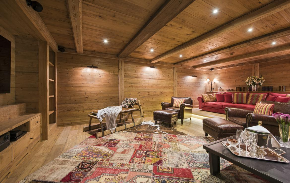 Kings-avenua-verbier-sauna-jacuzzi-hammam-swimming-pool-childfriendly-parking-cinema-gym-boot-heaters-fireplace-massage-room-wine-cellar-area-verbier-006-15