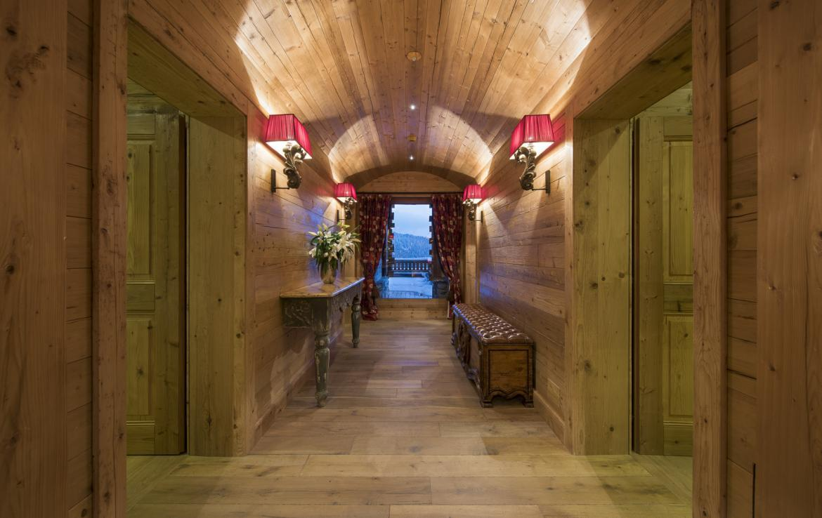 Kings-avenua-verbier-sauna-jacuzzi-hammam-swimming-pool-childfriendly-parking-cinema-gym-boot-heaters-fireplace-massage-room-wine-cellar-area-verbier-006-17