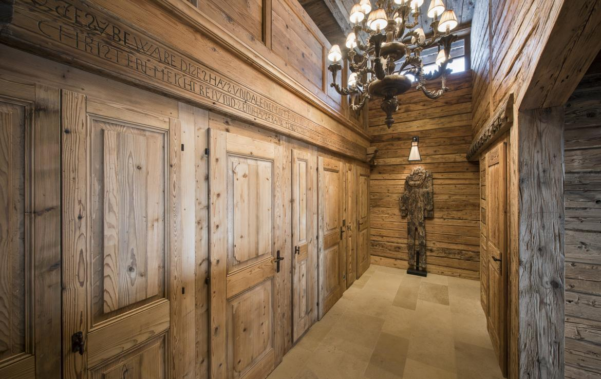 Kings-avenua-verbier-sauna-jacuzzi-hammam-swimming-pool-childfriendly-parking-cinema-gym-boot-heaters-fireplace-massage-room-wine-cellar-area-verbier-006-24