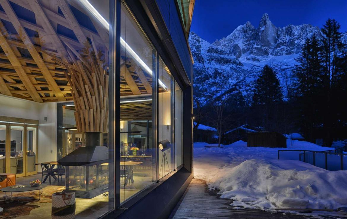 Kings-avenue-chamonix-sauna-jacuzzi-swimming-pool-parking-cinema-boot-heaters-fireplace-terrace-area-chamonix-004-3