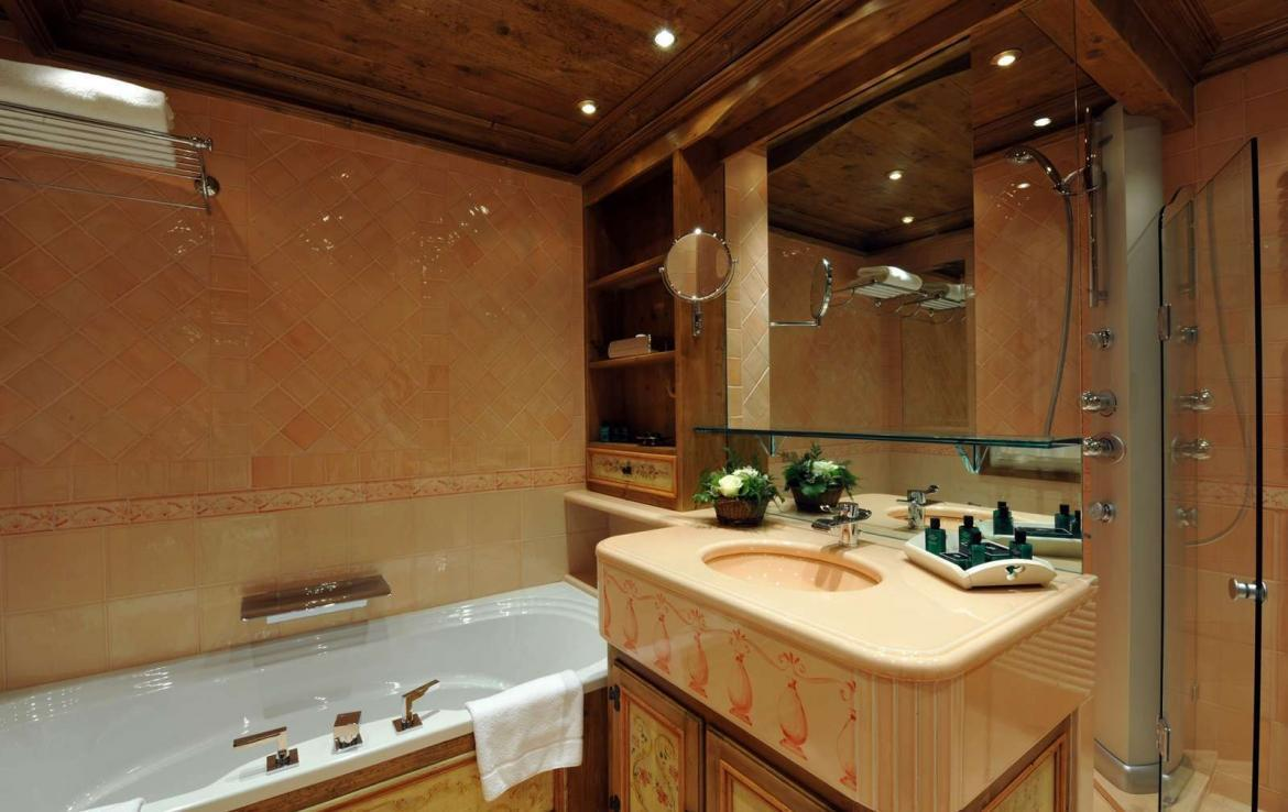 Kings-avenue-courchevel-dvd-tv-hifi-telephone-wifi-satelitte-hammam-childfriendly-cinema-boot-heaters-fireplace-ski-in-ski-out-area-courchevel-037-10