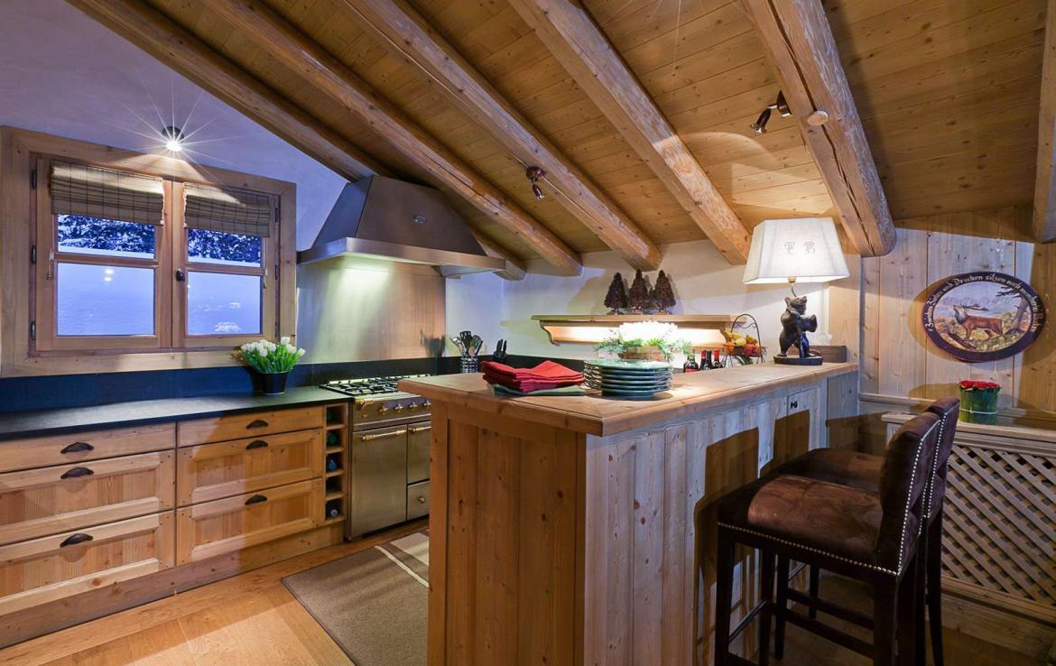 Kings-avenue-courchevel-dvd-tv-hifi-wifi-jacuzzi-childfriendly-parking-boot-heaters-fireplace-tv-room-large-terrace-area-courchevel-033-3