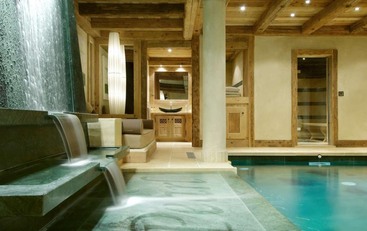 Kings-avenue-courchevel-hammam-swimming-pool-childfriendly-parking-cinema-boot-heaters-fireplace-ski-in-ski-out-lift-kids-playroom-gym-balconies-area-courchevel-015-7