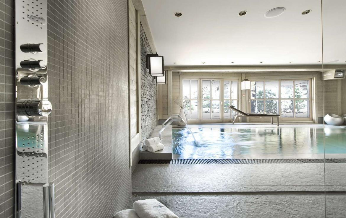 Kings-avenue-courchevel-hammam-swimming-pool-childfriendly-parking-cinema-boot-heaters-fireplace-ski-in-ski-out-lift-terrace-bar-library-area-courchevel-091-6