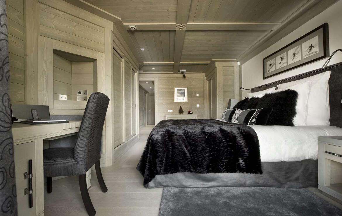 Kings-avenue-courchevel-hammam-swimming-pool-childfriendly-parking-cinema-boot-heaters-fireplace-ski-in-ski-out-lift-terrace-bar-library-area-courchevel-091-9