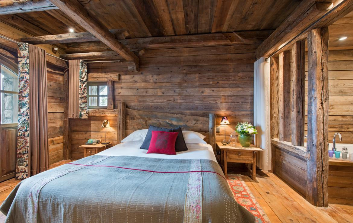 Kings-avenue-courchevel-jacuzzi-hammam-boot-heaters-fireplace-welness-area-close-proximity-to-slopes-area-courchevel-029-15