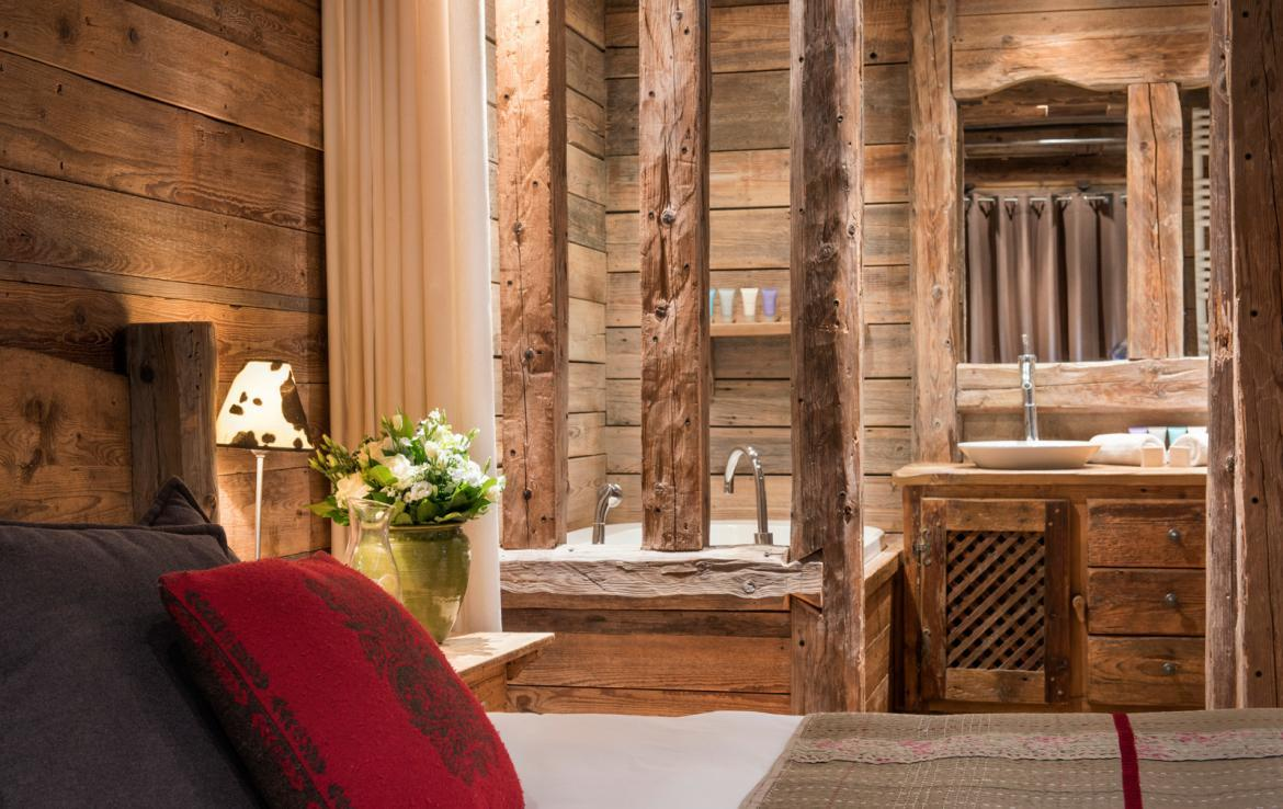 Kings-avenue-courchevel-jacuzzi-hammam-boot-heaters-fireplace-welness-area-close-proximity-to-slopes-area-courchevel-029-16