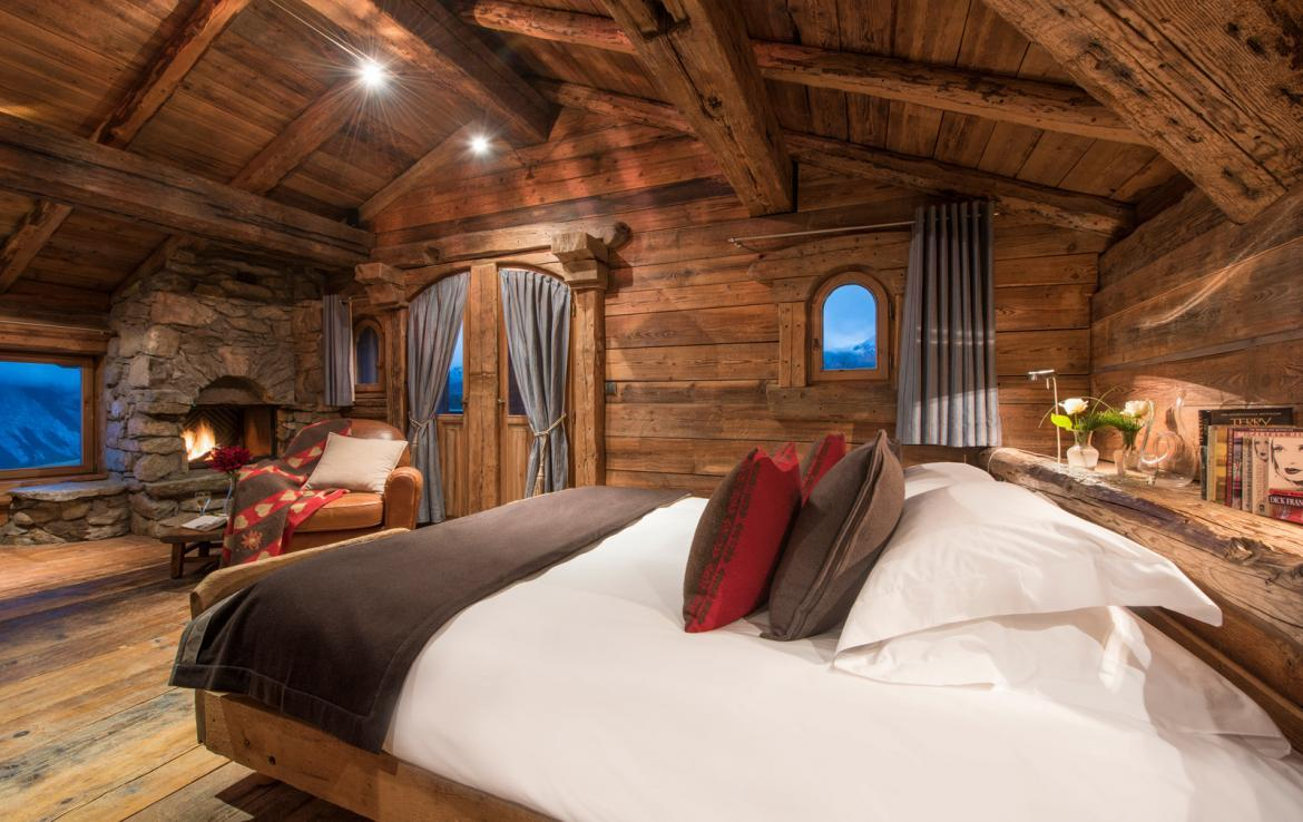 Kings-avenue-courchevel-jacuzzi-hammam-boot-heaters-fireplace-welness-area-close-proximity-to-slopes-area-courchevel-029-7