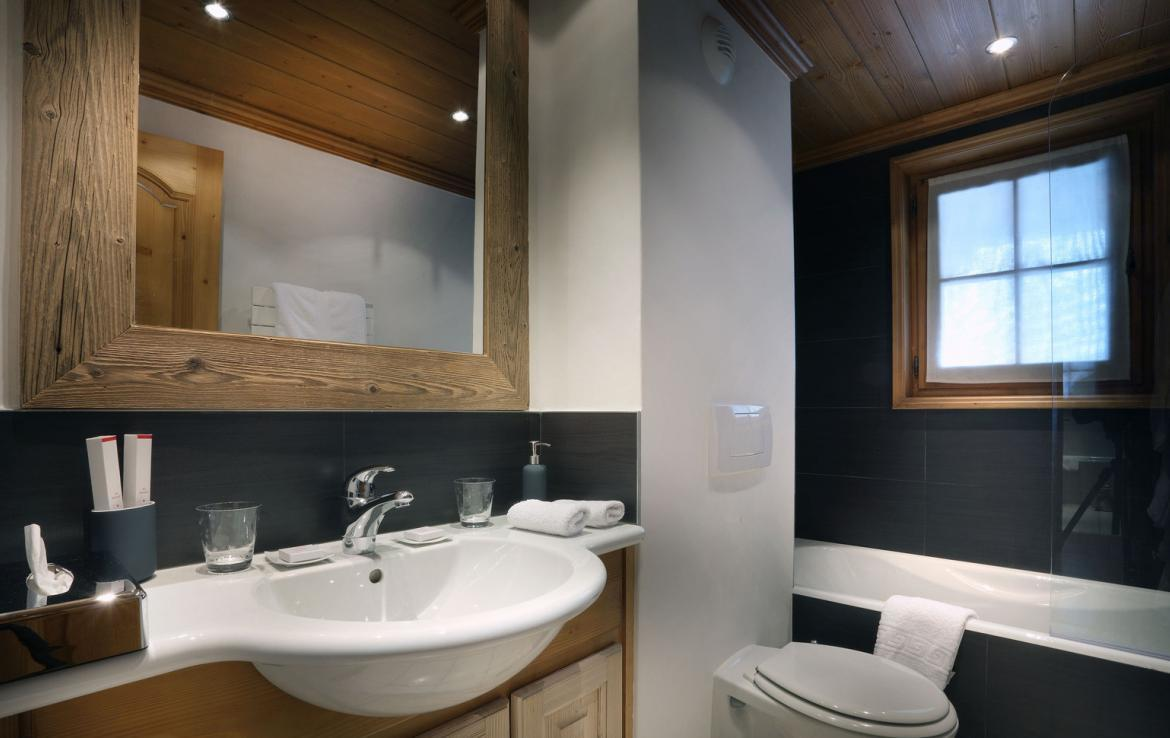 Kings-avenue-courchevel-jacuzzi-hammam-childfriendly-parking-boot-heaters-fireplace-ski-in-ski-out-gardens-area-courchevel-003-12