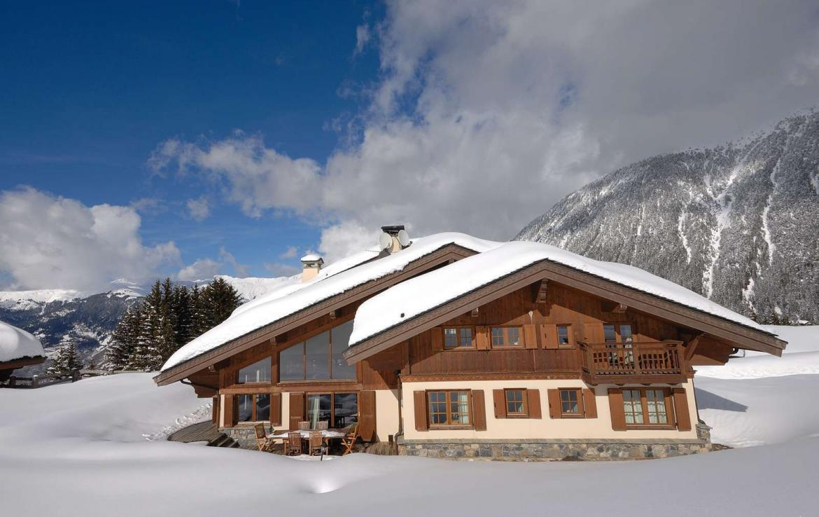 Kings-avenue-courchevel-jacuzzi-hammam-childfriendly-parking-boot-heaters-fireplace-ski-in-ski-out-gardens-area-courchevel-003-15