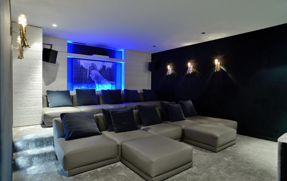 Kings-avenue-courchevel-jacuzzi-hammam-swimming-pool-childfriendly-cinema-games-room-gym-boot-heaters-fireplace-ski-in-ski-out-wine-cellar-courchevel-042-12