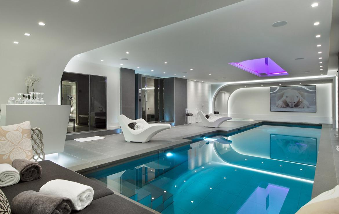 Kings-avenue-courchevel-jacuzzi-hammam-swimming-pool-childfriendly-cinema-games-room-gym-boot-heaters-fireplace-ski-in-ski-out-wine-cellar-courchevel-042-7