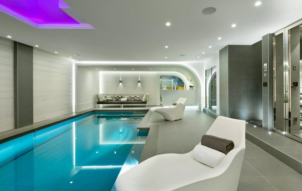 Kings-avenue-courchevel-jacuzzi-hammam-swimming-pool-childfriendly-cinema-games-room-gym-boot-heaters-fireplace-ski-in-ski-out-wine-cellar-courchevel-042-8