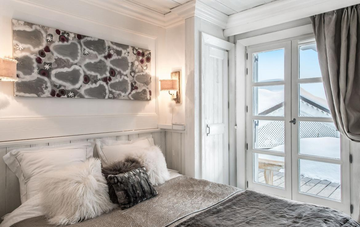 Kings-avenue-courchevel-jacuzzi-hammam-swimming-pool-childfriendly-parking-boot-heaters-fireplace-bar-lounge-massage-room-fitness-room-area-courchevel-027-15