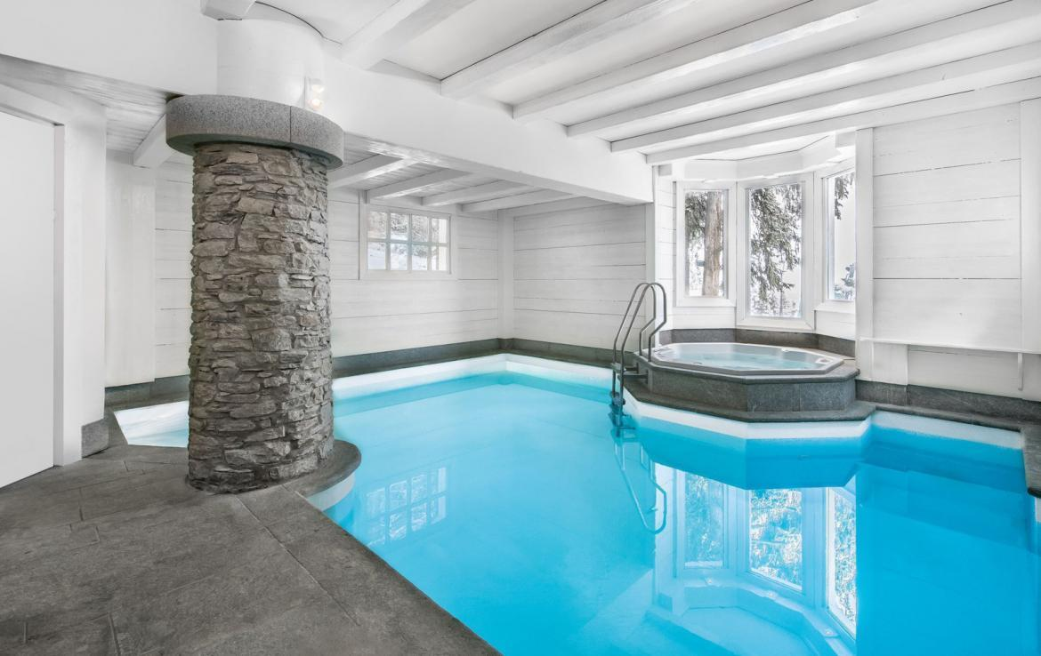 Kings-avenue-courchevel-jacuzzi-hammam-swimming-pool-childfriendly-parking-boot-heaters-fireplace-bar-lounge-massage-room-fitness-room-area-courchevel-027-17