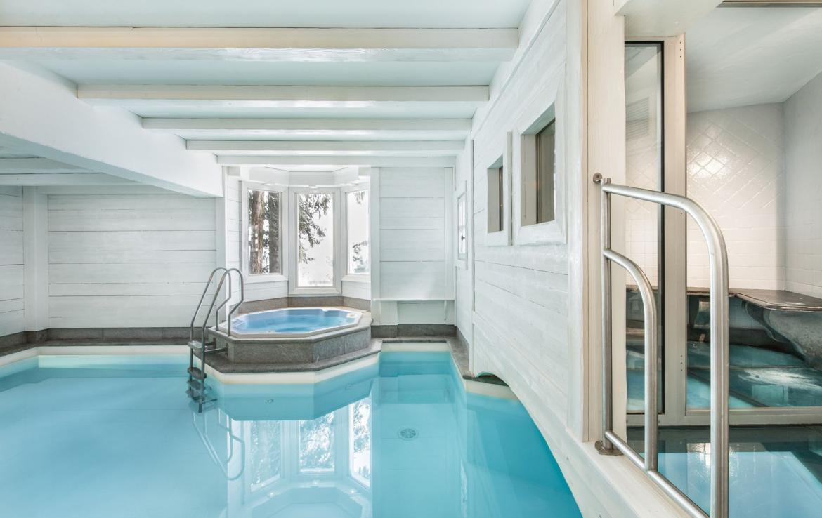 Kings-avenue-courchevel-jacuzzi-hammam-swimming-pool-childfriendly-parking-boot-heaters-fireplace-bar-lounge-massage-room-fitness-room-area-courchevel-027-18