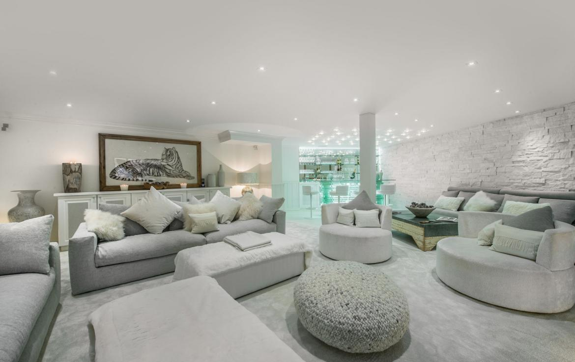Kings-avenue-courchevel-jacuzzi-hammam-swimming-pool-childfriendly-parking-boot-heaters-fireplace-bar-lounge-massage-room-fitness-room-area-courchevel-027-6
