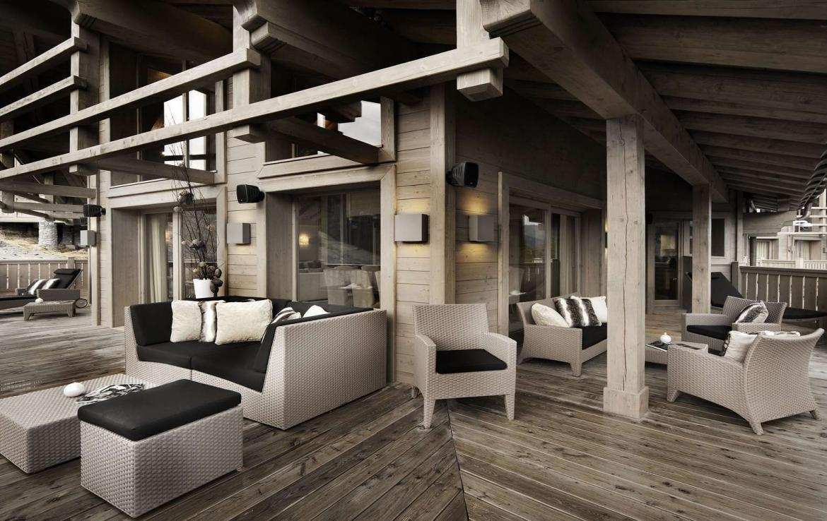 Kings-avenue-courchevel-jacuzzi-hammam-swimming-pool-childfriendly-parking-boot-heaters-fireplace-ski-in-ski-out-wine-cellar-area-courchevel-023-14