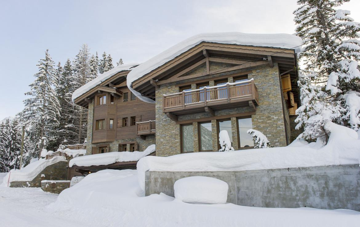 Kings-avenue-courchevel-jacuzzi-hammam-swimming-pool-childfriendly-parking-cinema-kids-playroom-games-room-gym-boot-heaters-ski-in-ski-out-area-courchevel-001-2