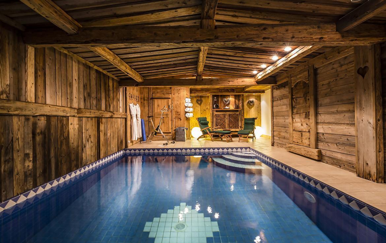 Kings-avenue-courchevel-sauna-hammam-swimming-pool-childfriendly-parking-boot-heaters-fireplace-mezzanine-tv-videos-area-courchevel-025-11