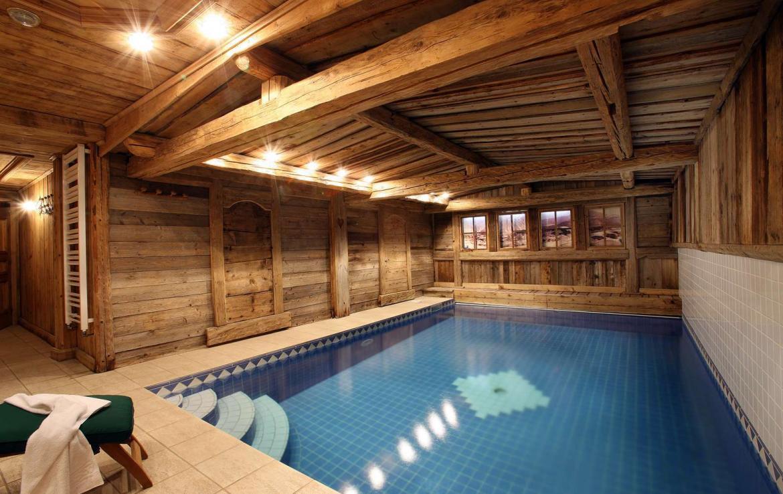 Kings-avenue-courchevel-sauna-hammam-swimming-pool-childfriendly-parking-boot-heaters-fireplace-mezzanine-tv-videos-area-courchevel-025-12