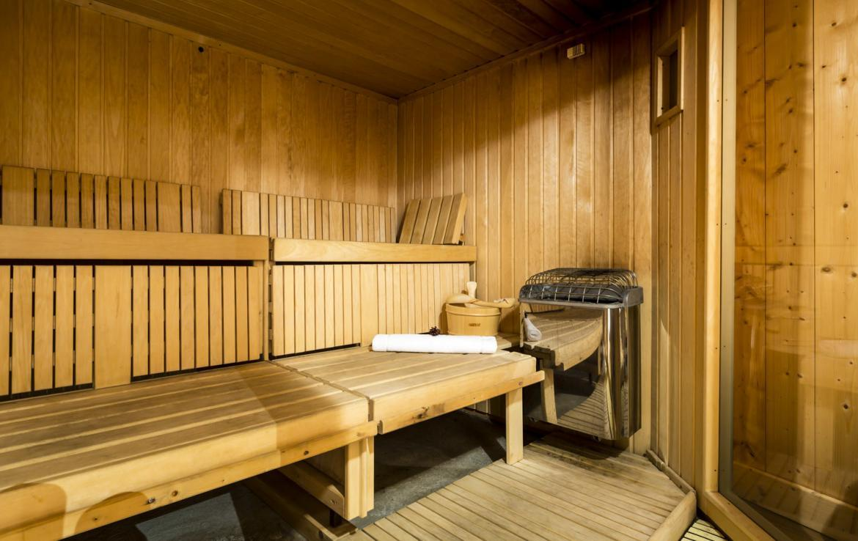 Kings-avenue-courchevel-sauna-hammam-swimming-pool-childfriendly-parking-boot-heaters-fireplace-mezzanine-tv-videos-area-courchevel-025-13