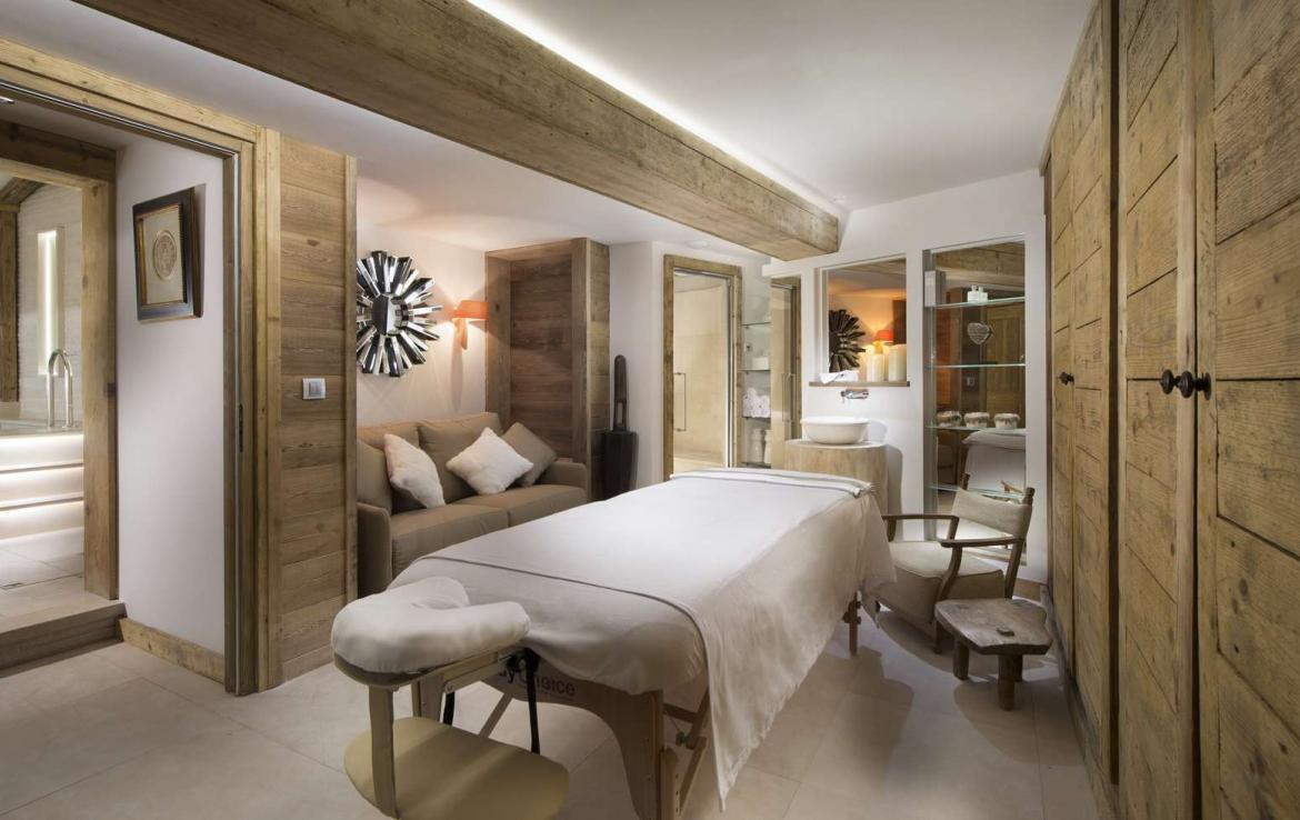 Kings-avenue-courchevel-sauna-hammam-swimming-pool-childfriendly-parking-cinema-kids-playroom-games-boot-heaters-fireplace-ski-in-ski-out-area-courchevel-089-8