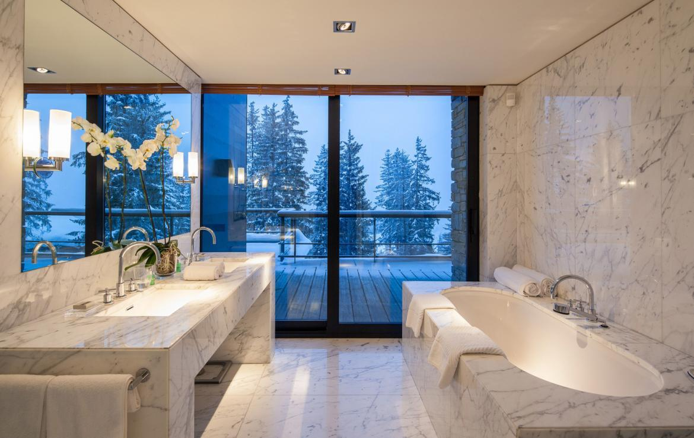 Kings-avenue-courchevel-sauna-jacuzzi-hammam-childfriendly-parking-cinema-gym-boot-heaters-fireplace-ski-in-ski-out-area-courchevel-013-15