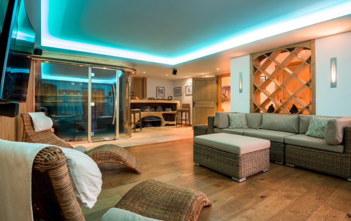 Kings-avenue-courchevel-sauna-jacuzzi-hammam-childfriendly-parking-kids-playroom-boot-heaters-fireplace-ski-in-ski-out-garden-terrace-bar-area-courchevel-moriond-006-15
