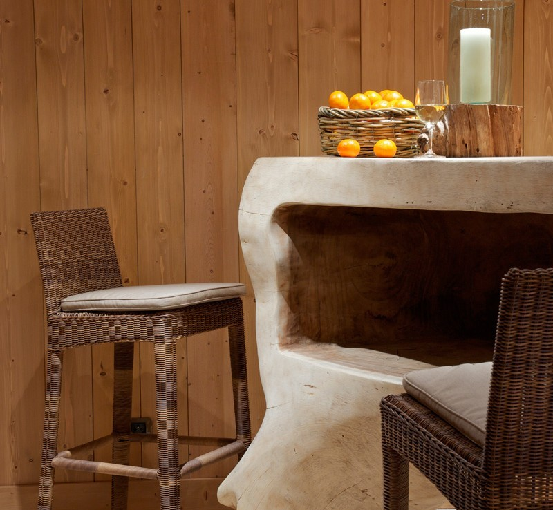 Kings-avenue-courchevel-sauna-jacuzzi-hammam-childfriendly-parking-kids-playroom-boot-heaters-fireplace-ski-in-ski-out-garden-terrace-bar-area-courchevel-moriond-006-18