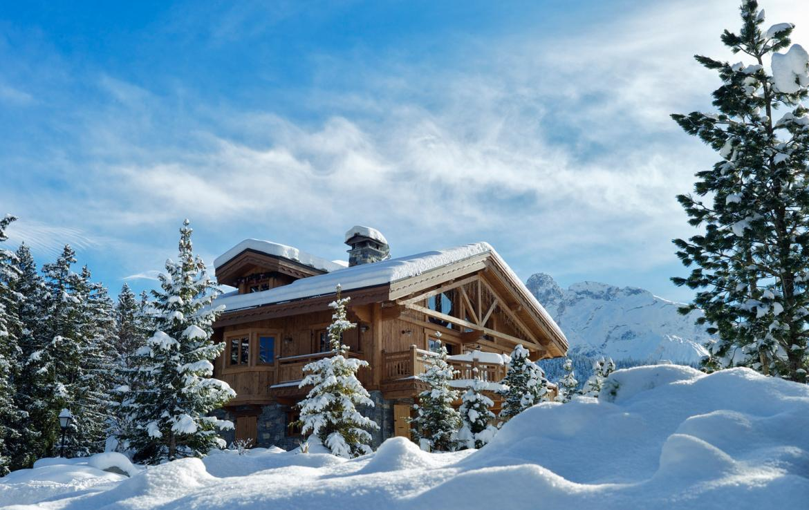 Kings-avenue-courchevel-sauna-jacuzzi-hammam-childfriendly-parking-kids-playroom-boot-heaters-fireplace-ski-in-ski-out-garden-terrace-bar-area-courchevel-moriond-006-3