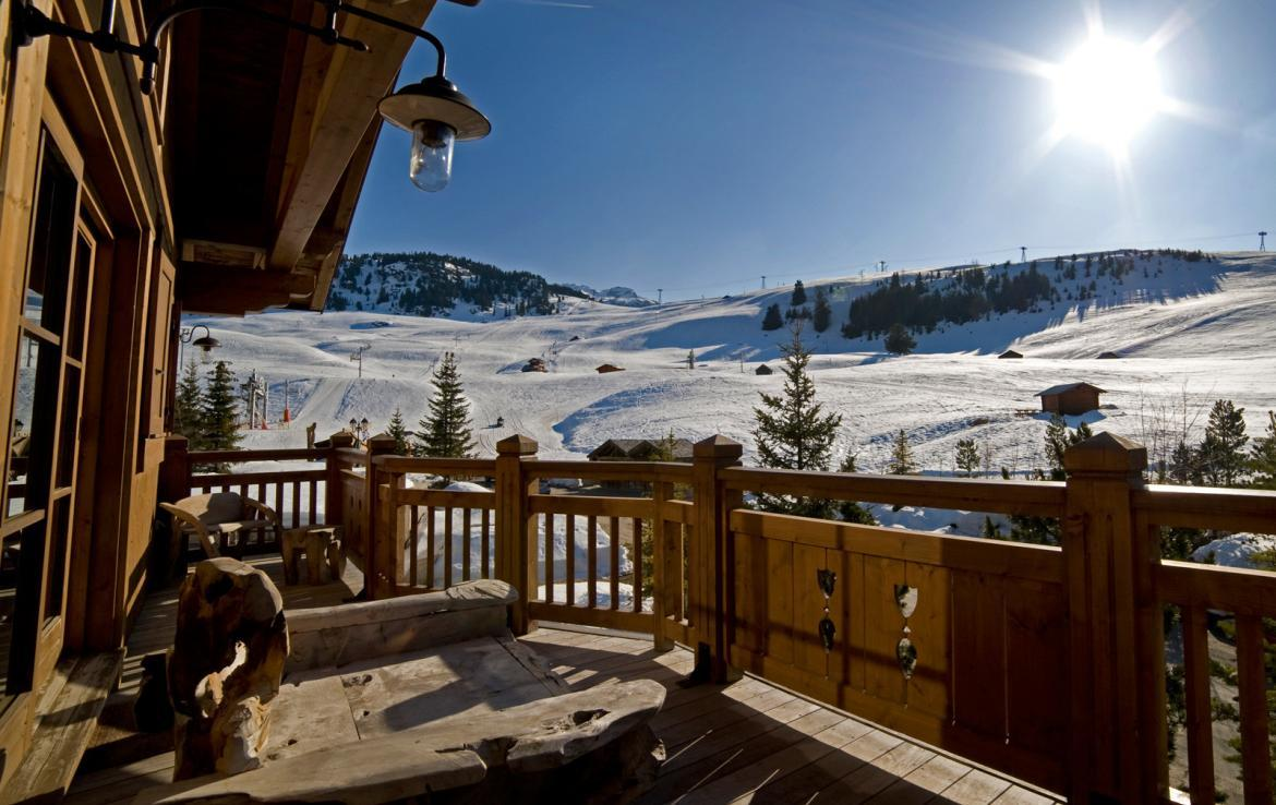 Kings-avenue-courchevel-sauna-jacuzzi-hammam-childfriendly-parking-kids-playroom-boot-heaters-fireplace-ski-in-ski-out-garden-terrace-bar-area-courchevel-moriond-006-4